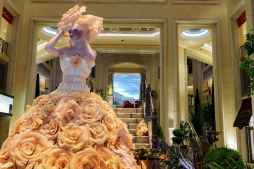 400 feet of aluminum was used to create the substructure of each flower used on the dresses of the figures